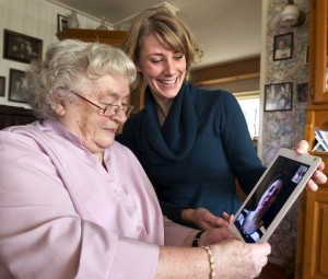 ouderen helpen mee te doen